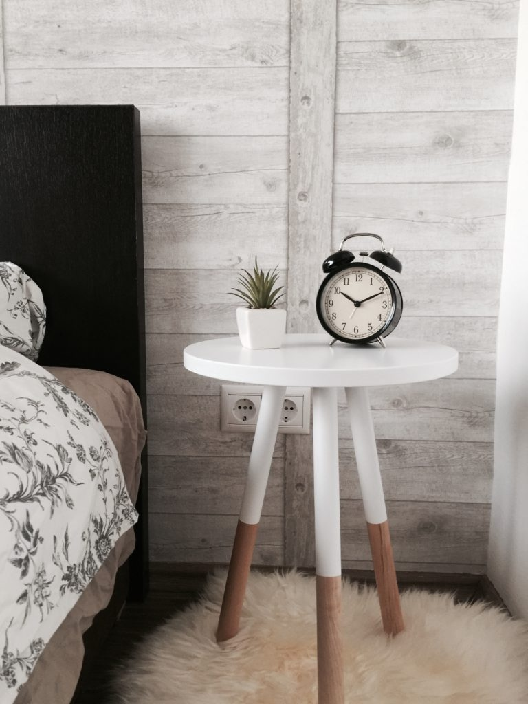 How to Streamline Your Morning Routine - How I wake up, get ready, and leave the house in under 30 minutes | kelseysmythe.com