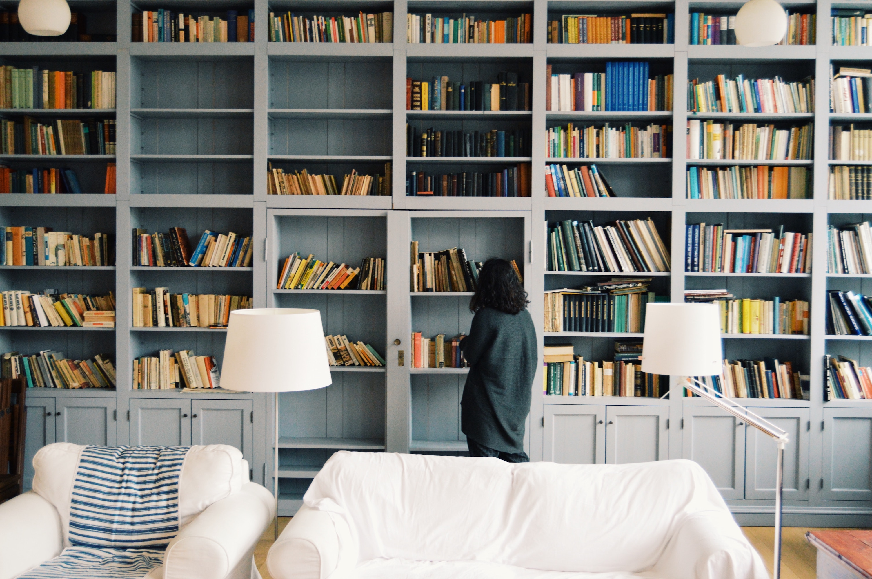 How to Organize Your Bookshelves
